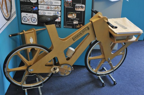 Bicicleta de cartón de Phil Bridge | Autoría: johnthescone
