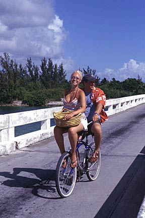 pareja-beachcruiser-bahamas