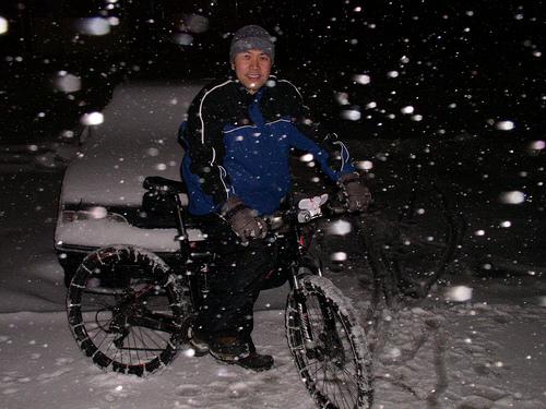 Nieve, una bicicleta y las cadenas de Randy Policar