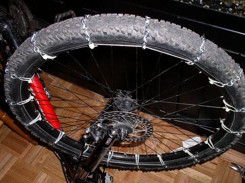 Cadenas de nieve para ruedas de bicicleta | Autoría: Randy Policar