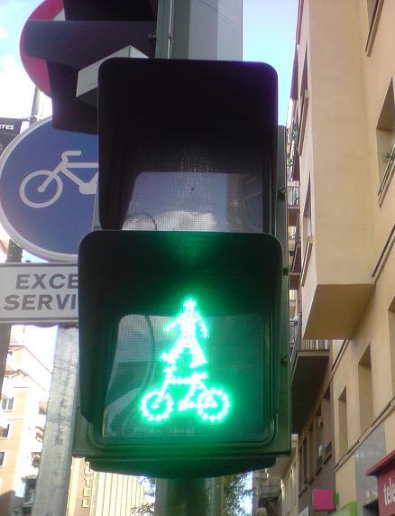 Semáforo para acróbatas en bici
