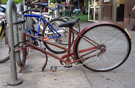 Bicicleta de paseo abandonada en Nueva York