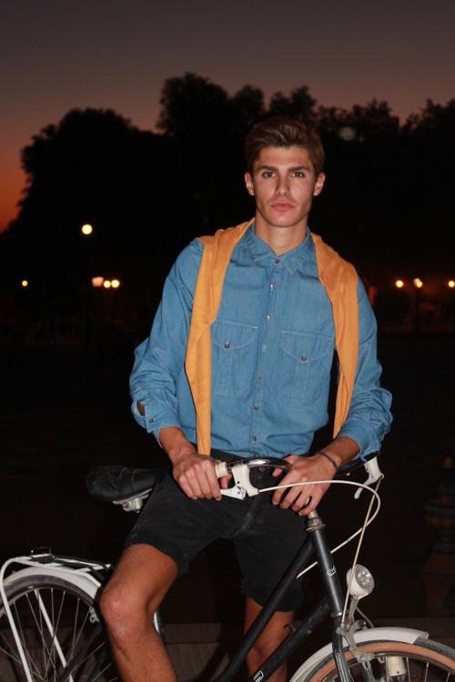 Modelo veraniego en Bicicleta de Paseo